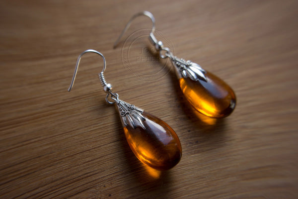 amber-colored silver earring - Bali Moon jewelry, handmade by Balinese silvermsmiths and carving artists, limited edition, Boho, Tribal, Ethno style