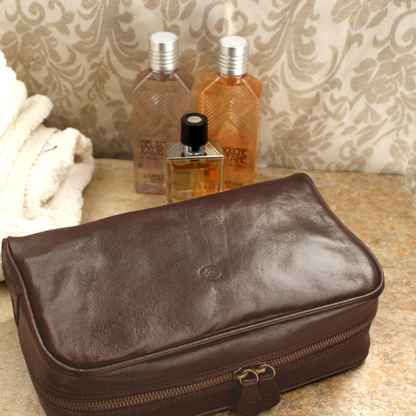 9ab8e605dd Luxury Mens Brown Leather Wash Bag – The Leather Vault of Stamford