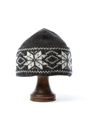Dark grey nordic wool hat with white pattern
