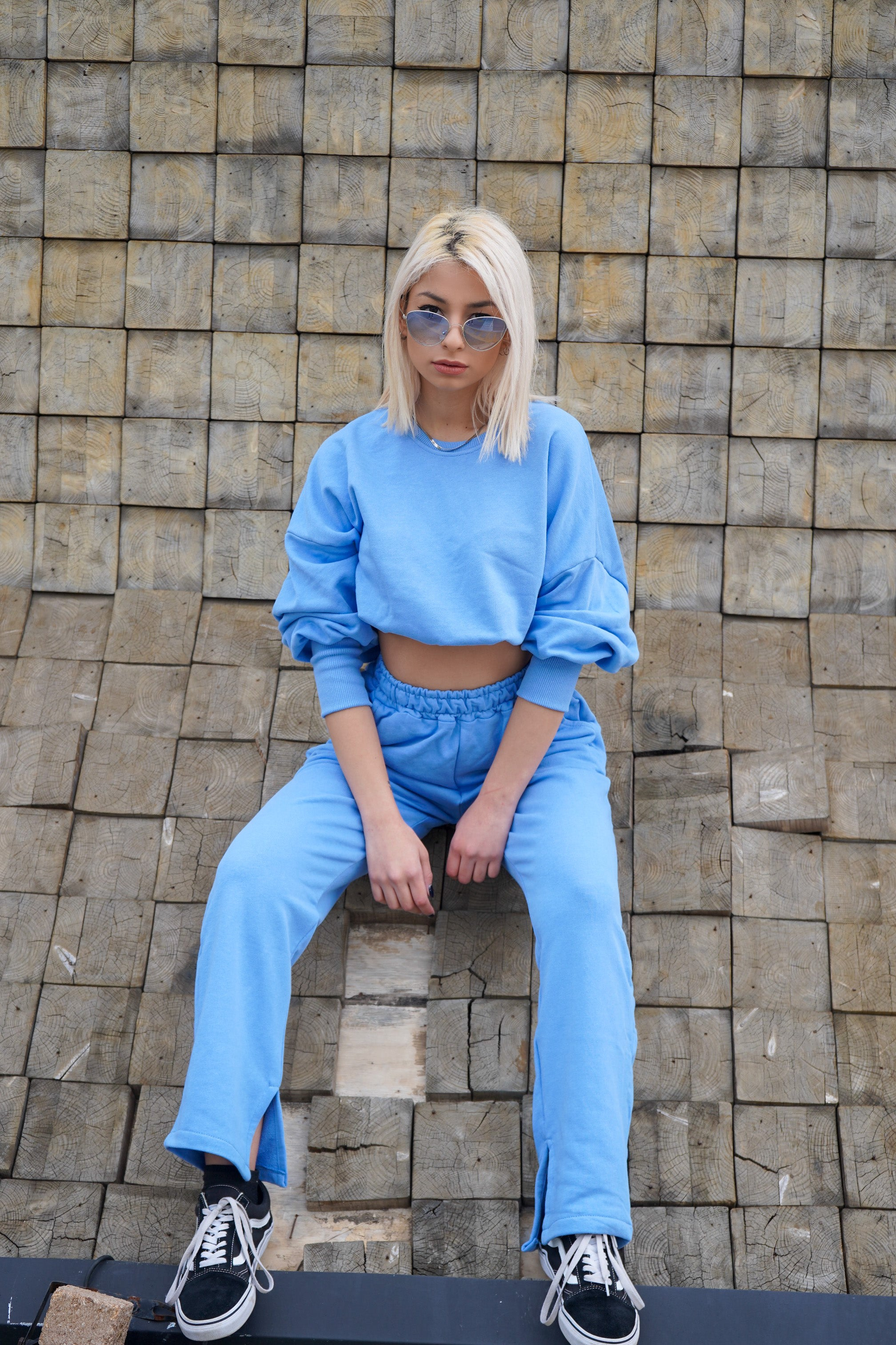 Sweatshirt and pants in light blue