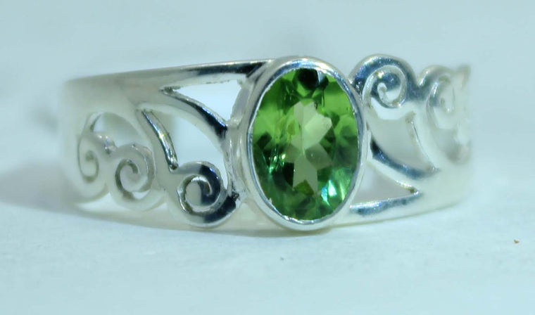 Sterling Silver Faceted Peridot ring