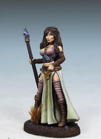 DSM1193 Female Mage With Staff
