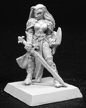 Reaper Miniatures Finari Female Fighter 14093