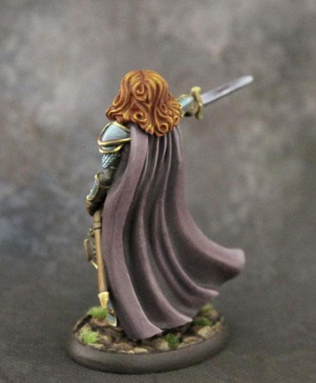 DSM7323 Female Cavalier With Long Sword