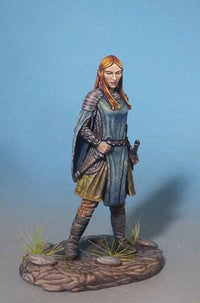 Dark Sword Miniatures (DSM7331 Female Paladin)