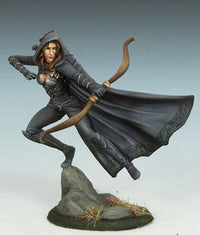 Dark Sword Miniatures DSM7438 Female Rogue With Bow