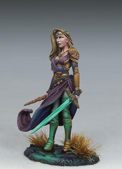 Dark Sword Miniatures DSM7448 Female Warrior Mage