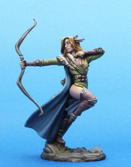 Dark Sword Miniatures DSM7474 Female Ranger