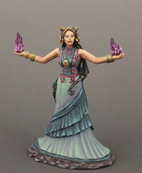 Dark Sword Miniatures (DSM7623 Female Mage)