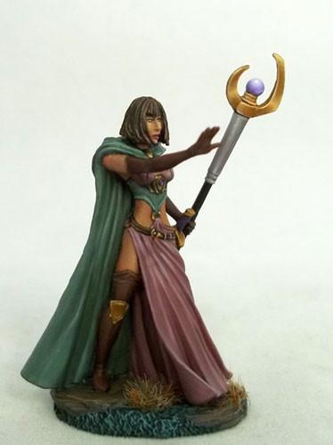 Dark Sword Miniatures DSM7436 Female Mage