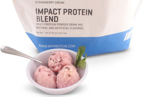 MyProtein IMPACT PROTEIN BLEND Strawberry Cream as an ice cream like dessert.
