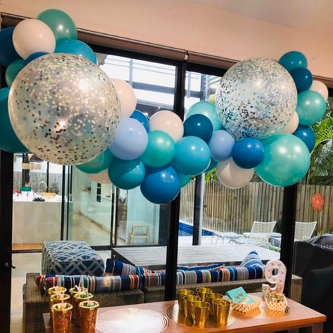 Blue mix jumbo balloon garland