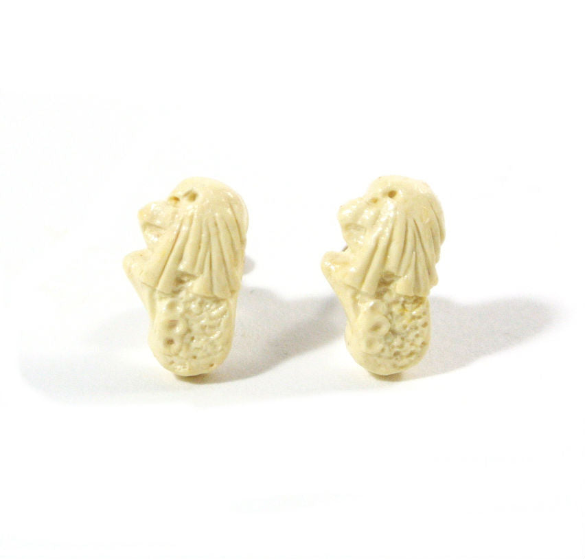 Merlion Ear Studs- White Chocolate - Gemnesis