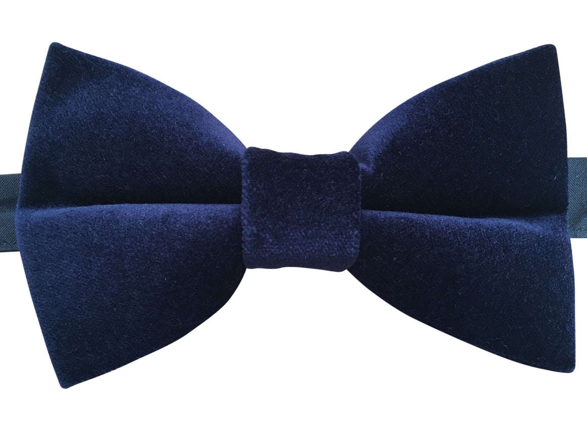 Find a Mens Blue Bow Tie, Boys Blue Bow Tie, and more at Macys. Macy's Presents: The Edit - A curated mix of fashion and inspiration Check It Out Free Shipping with $49 purchase + Free Store Pickup.
