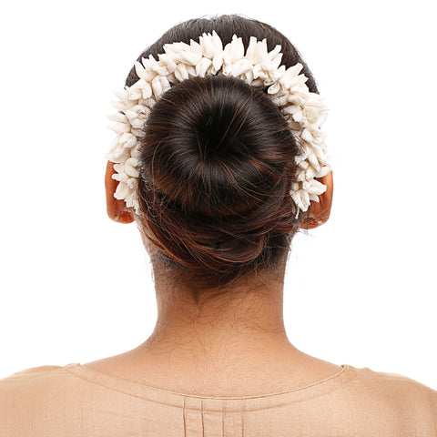 Off White Mogra Gajra Hair Ornament
