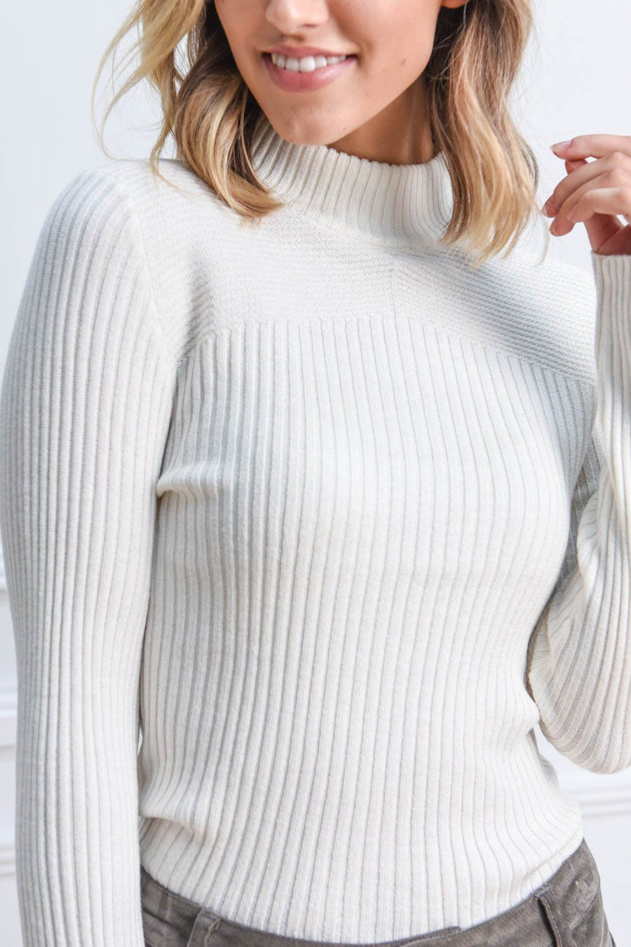 Sierra Turtleneck Knit | Ivory Top Gray Label
