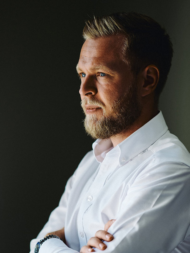 Kevin Magnussen in a white Oxford the Foudner shirt from BARONS