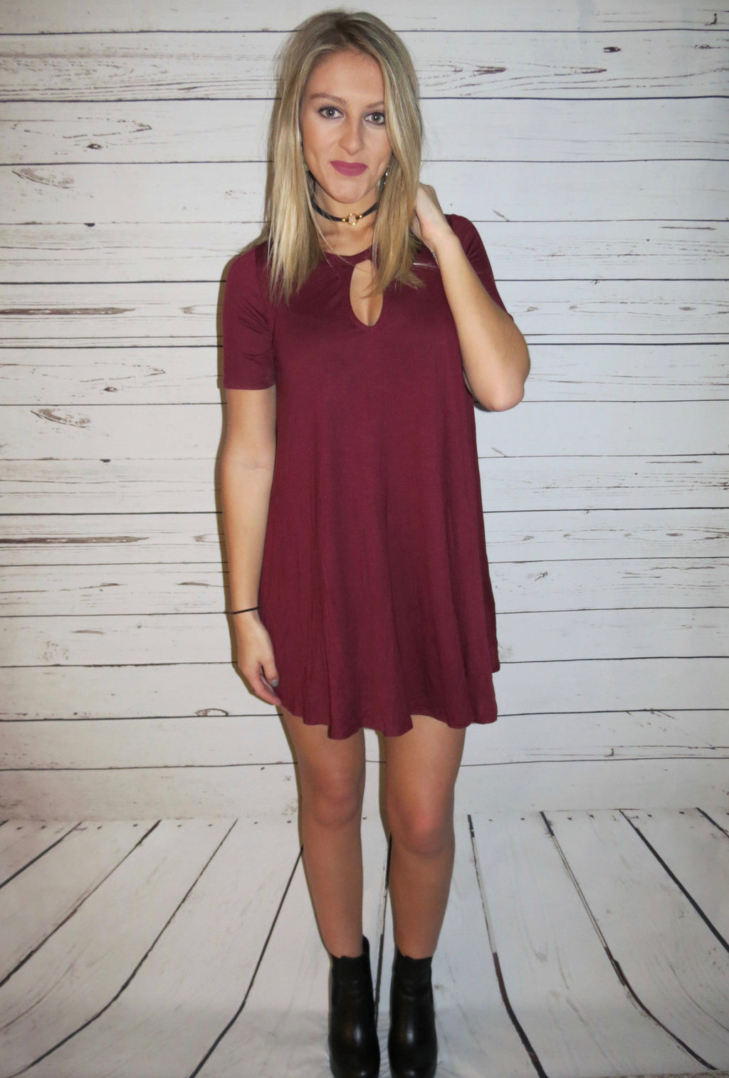 Short Sleeve Keyhole Dress - Burgundy