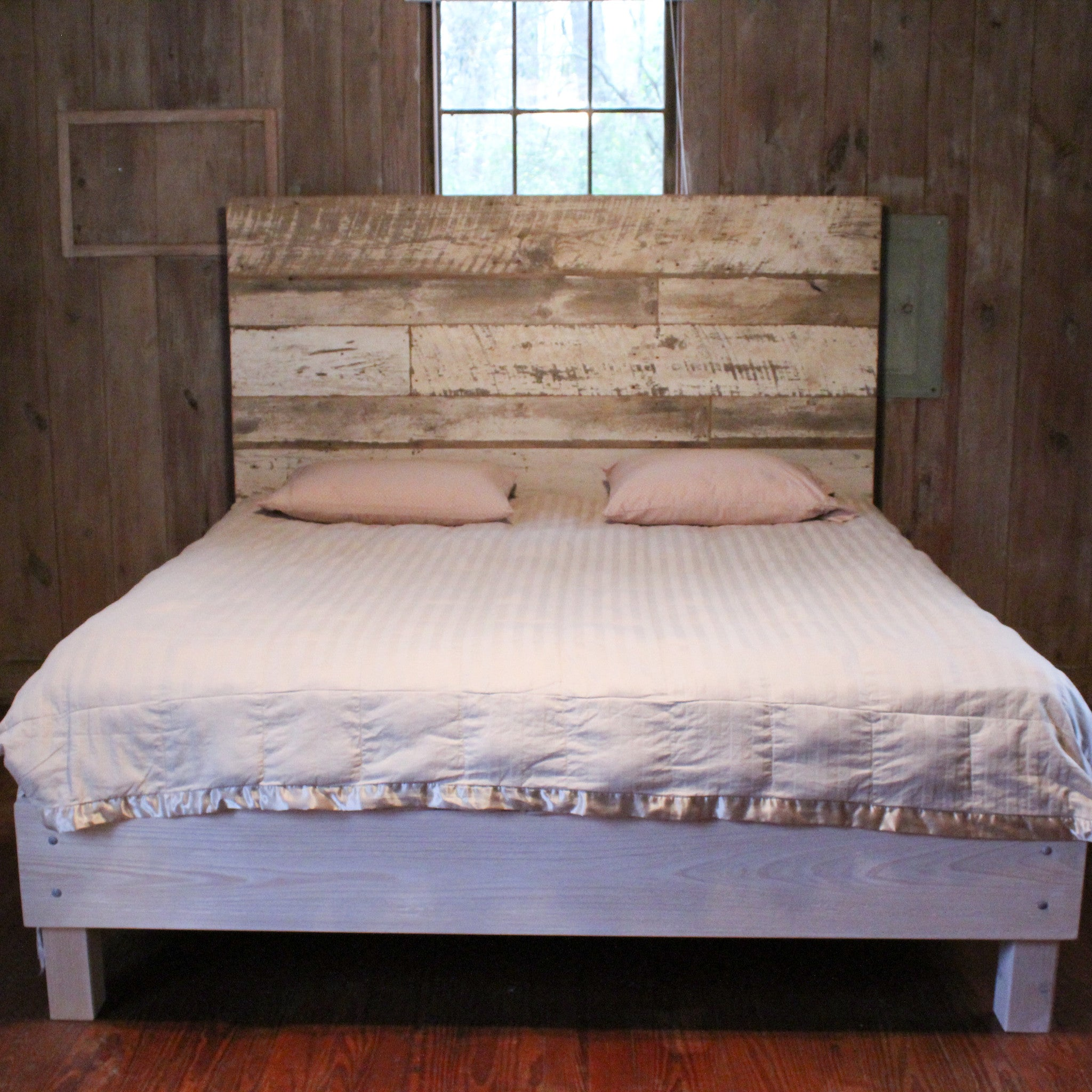 104 RECLAIMED WOOD BED (WHITE)