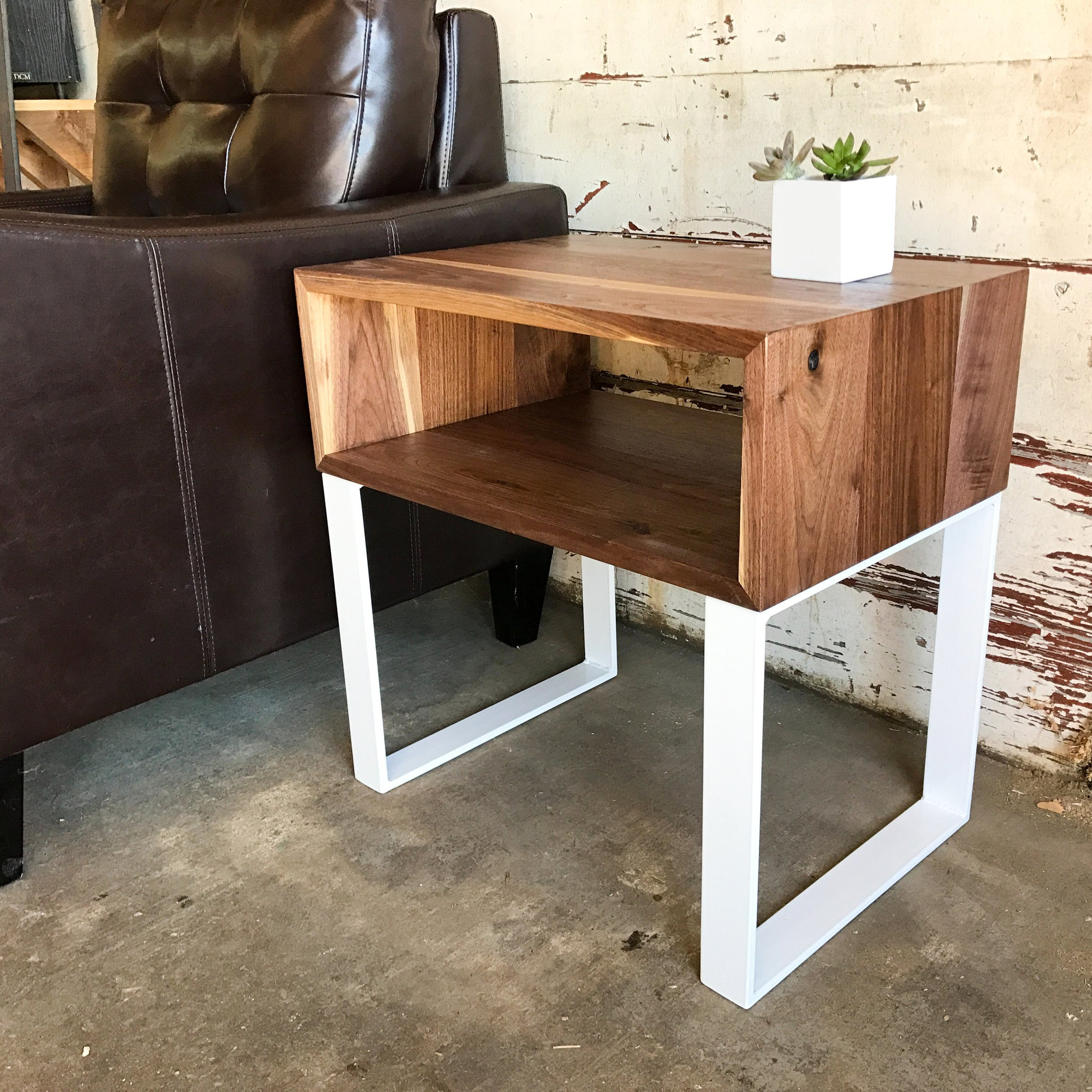 251 MODERN WALNUT SIDE TABLE