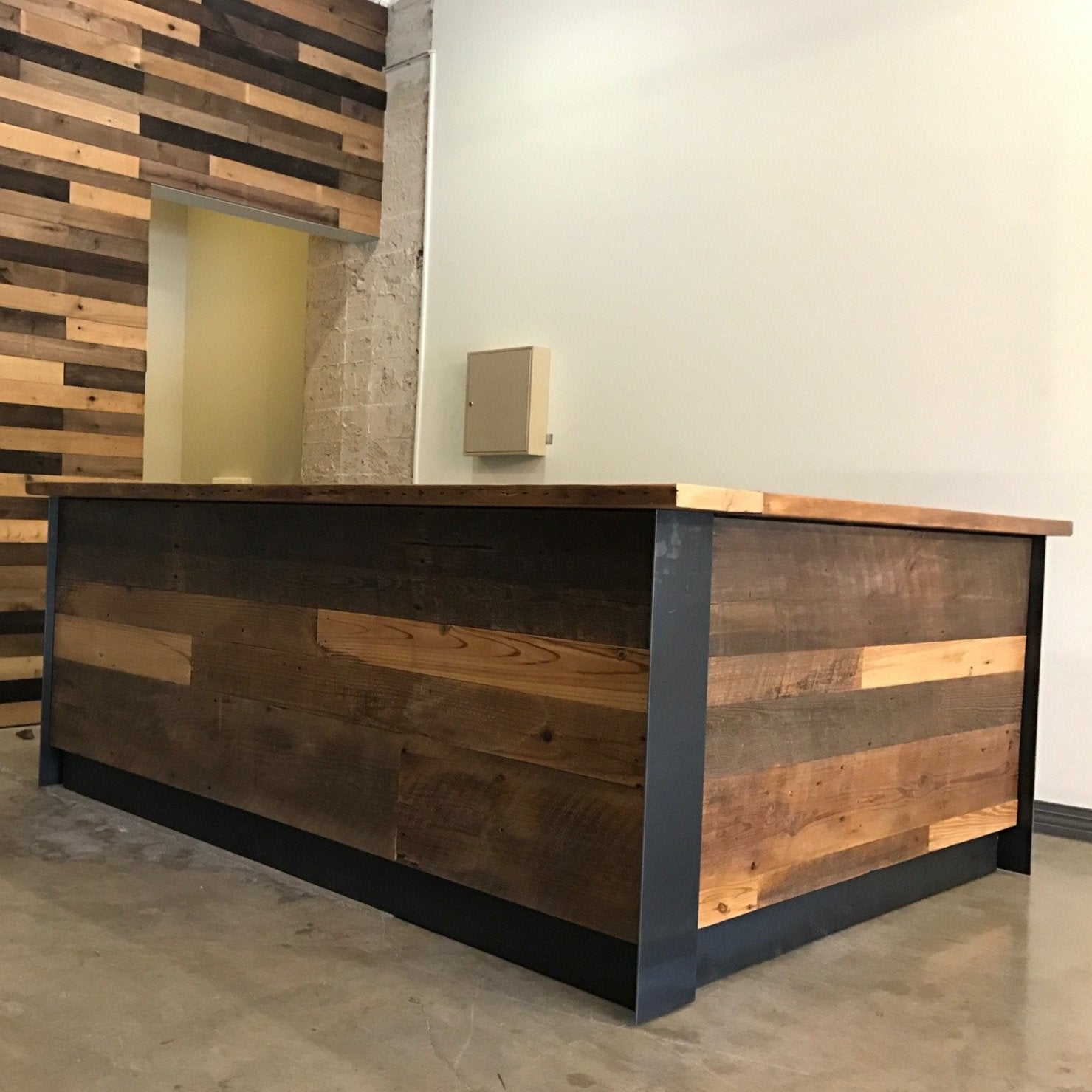 213 Reception Desk