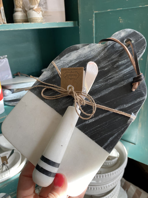 Black & White Marble Cheese Board & Spreader