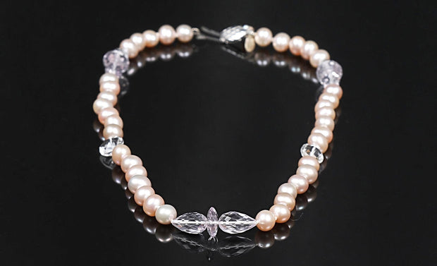 Pure Awareness: Choker Necklace-Pearls Quartz White Gold