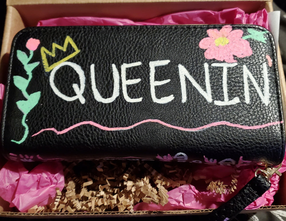 QUEENIN' HAND CRAFTED PURSE - YESIAMINC