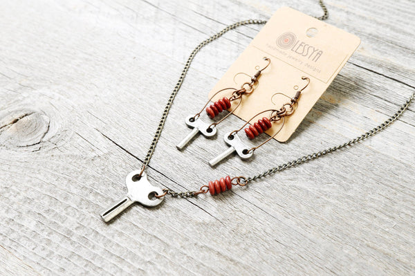 Vintage Key Boho Necklace, Earthy Red Metal Cute Antique Elegant Lovely Silver Boho Gypsy Hippie Unique Bohemian Pendant Earring Jewelry Set