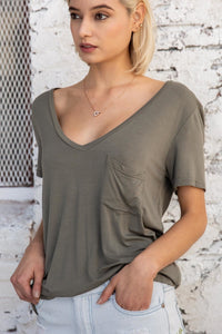 Betty Basic V-neck in Olive
