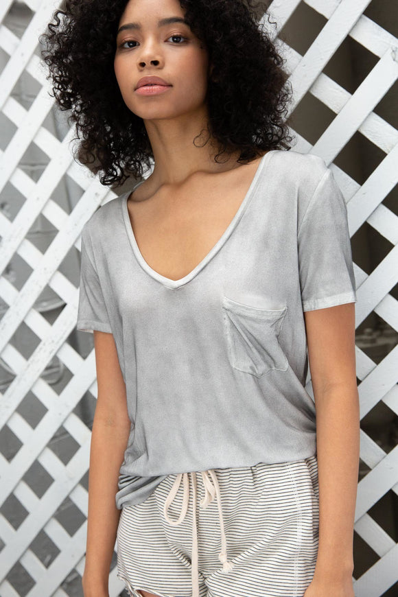 Betty Basic V-neck in Fog