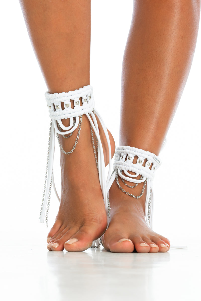 ORACLE DAWN CUFFS | White