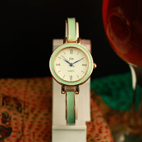 Cloyie Women Analogue Watch