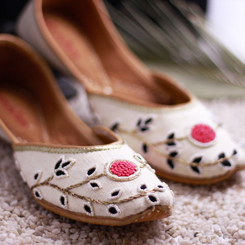 Women Embellished Cream Mojaris