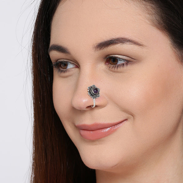 Antique Patterned Nose Pin With Stone