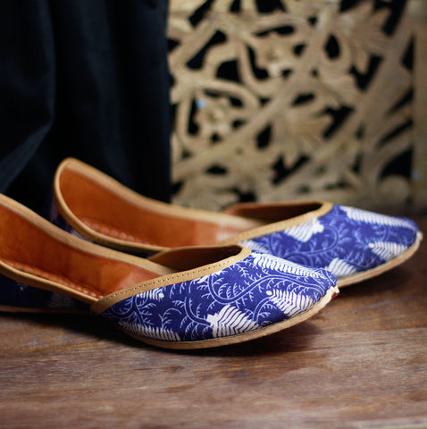 Women Blue Printed Mojaris