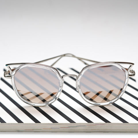 Sunglasses with a Cat Eye Rim