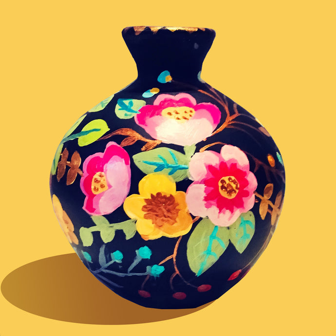 Hand Painted Flower in the Garden Teracotta Vase - Ankansala