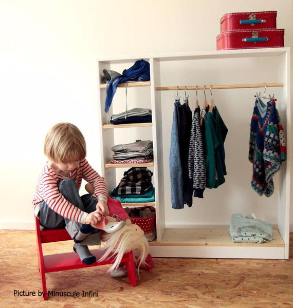 Child's Wardrobe (price includes shipping in Europe)