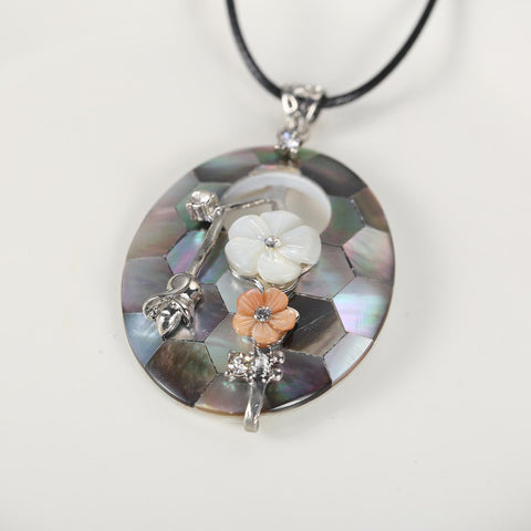 Yangtze Store Shell Pendant with Floral Decoration Silver and Pink PPD005