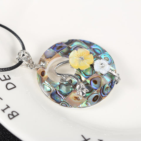 Yangtze Store Shell Pendant with Floral Decoration Turquoise PPD002