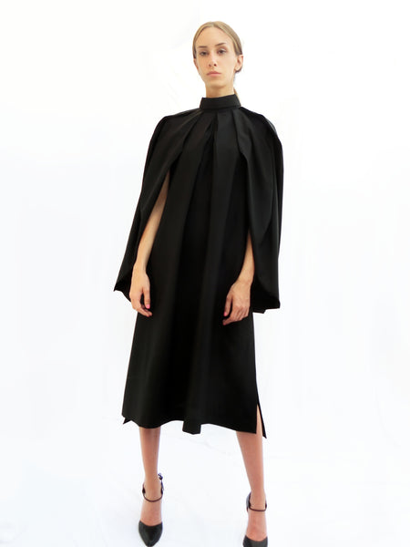 Squarish Pleats Dress / Black / 100% Wool