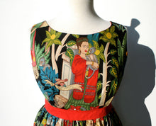 Load image into Gallery viewer, Upper dress Frida wears a red scarf, Round neck line