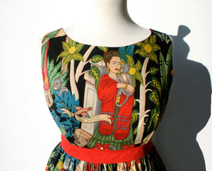 Upper dress Frida wears a red scarf, Round neck line