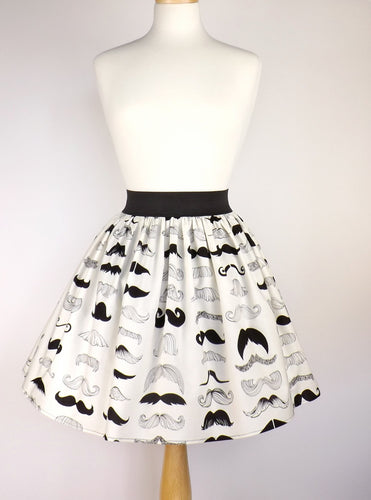 Skirt on mannequin, Pictured from the front, Pictured from far away