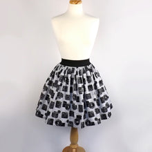 Load image into Gallery viewer, Skirt on mannequin, Pictured from the front