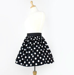 Skirt on mannequni, Pictured from the side
