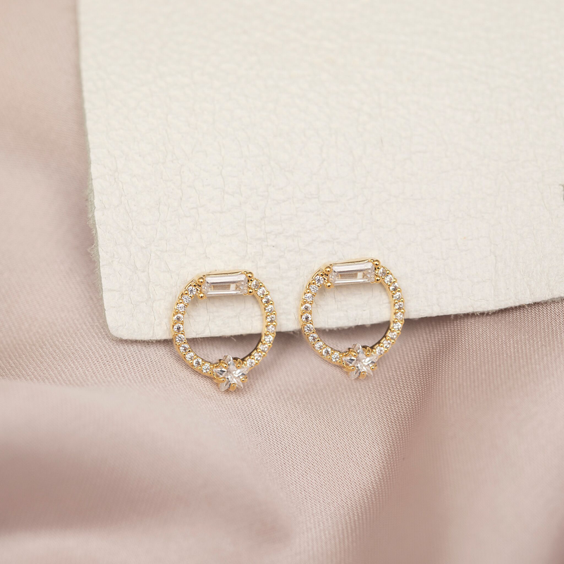 Halo Earrings : Gold