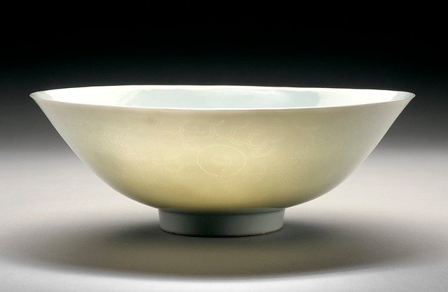 "Porcelain bowl in ""sweet white"" glaze"