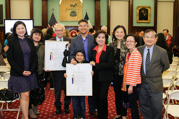 Group photo of Pearl River family members and council member Margaret Chin celebrating MidAutumn Festival